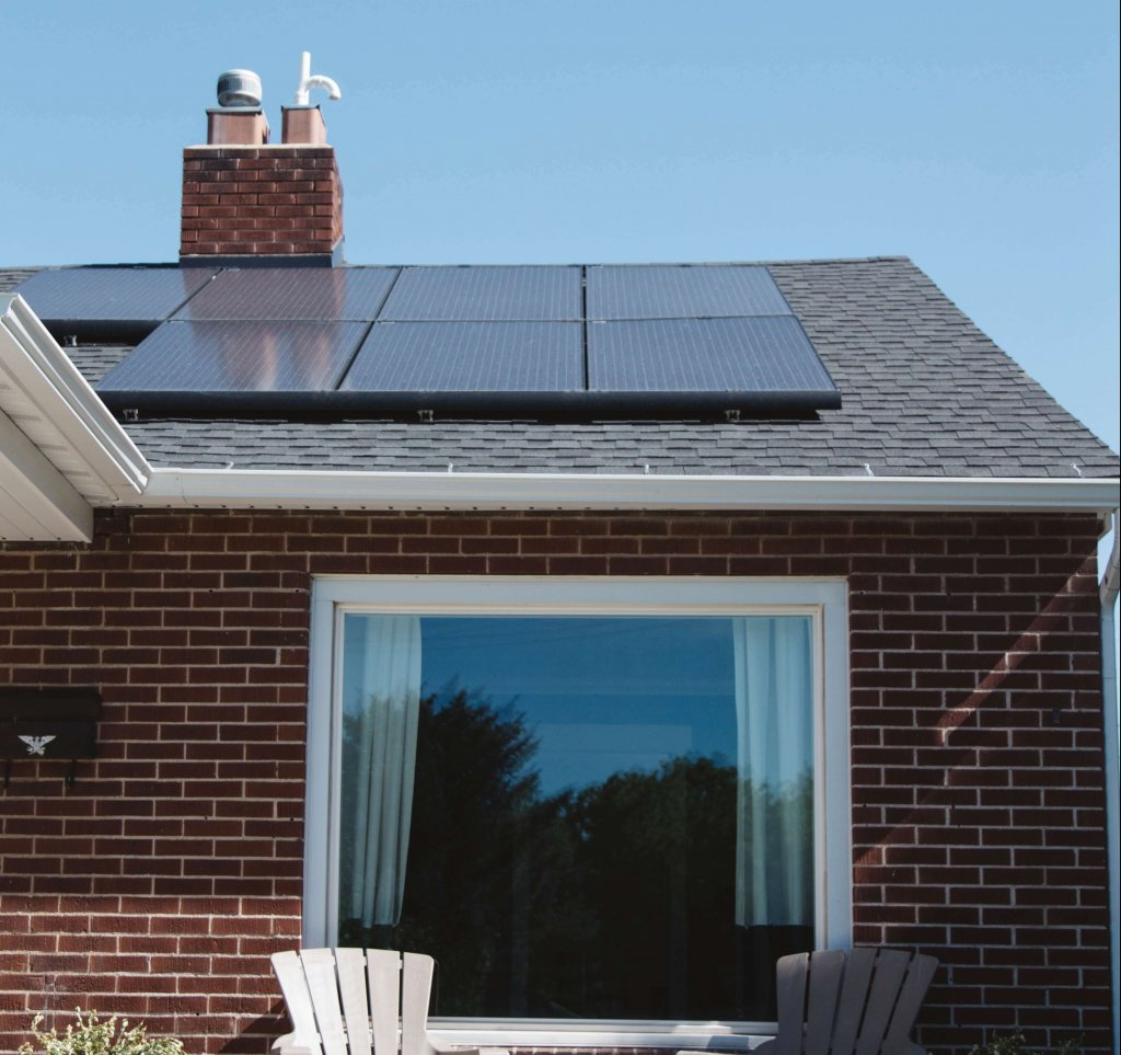 Solar energy homes. Photo by Vivint Solar on Unsplash
